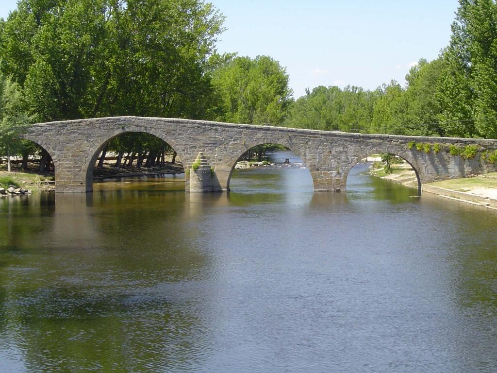 lugares de interes en Navaluenga. Puente romanico sxvi